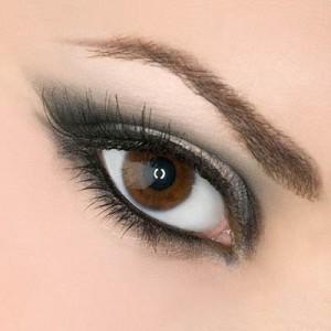 هشت راه برای زیبا جلوه دادن رنگ چشم ها
